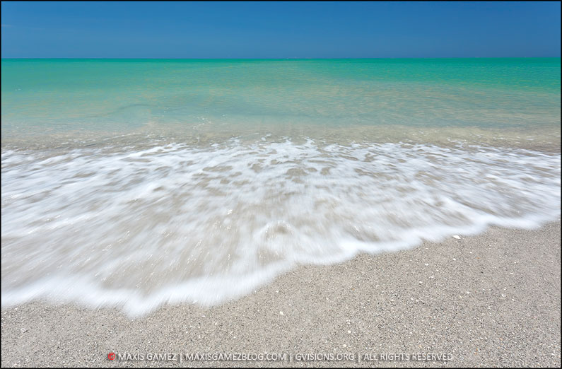 Sunny Florida Beach - Maxis Gamez, All Rights Reserved
